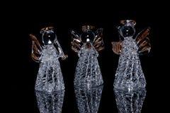 Tre angeli di vetro decorativi sopra Fotografia Stock