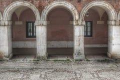 Tre bågar i jordgubbestaden av Aranjuez arkivbild