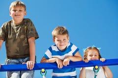 Tre bambini che si arrampicano in su Immagine Stock Libera da Diritti