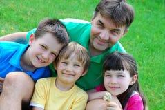 Tre bambini ed il loro zio Fotografia Stock