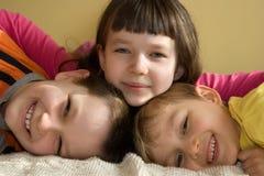 Tre bambini felici che hanno divertimento Fotografia Stock Libera da Diritti