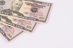 Tre banconote di 50 dollari isolate su fondo bianco Fotografie Stock Libere da Diritti