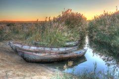 Tre barche sulla sponda del fiume, alba, hdr Fotografia Stock Libera da Diritti
