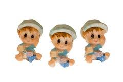 Tre barn som göras av porslin Arkivbild