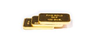 Tre barre del biscotto dell'oro impilate su un fondo bianco Fotografia Stock