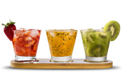 Tre bevande fatte con frutto della passione, la fragola ed il kiwi Caipir Fotografie Stock Libere da Diritti
