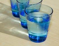 Tre bicchieri d'acqua blu immagine stock libera da diritti
