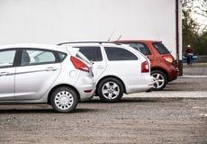 Tre bilar med olikt parkera för färger fotografering för bildbyråer