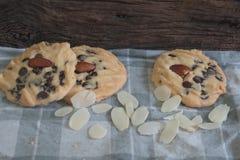 Tre biscotti e mandorle Fotografia Stock Libera da Diritti