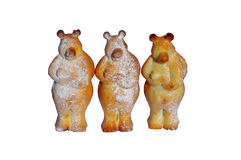Tre björnar av deg i form av pepparkakan Royaltyfri Fotografi