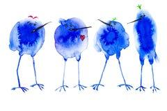 Tre blåa abstrakta fågelfläckar ser fåglarna med en röd hjärta Abstrakt vattenfärgillustration som isoleras på vit bakgrund vektor illustrationer