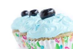Tre blåa muffiner Arkivbild