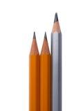 Tre blyertspennor som isoleras på vit Arkivfoto