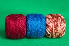 Tre bollar av ettfärgat garn Royaltyfri Fotografi