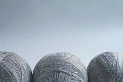 Tre bollar av ull I en rad Royaltyfri Bild