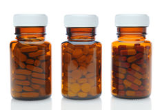 Tre bottiglie della medicina di Brown con differenti droghe Fotografie Stock Libere da Diritti