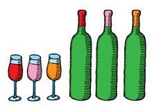 Tre bottiglie di vino con i vetri Fotografie Stock Libere da Diritti