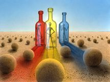 Tre bottiglie nell'atmosfera surreale del deserto Immagini Stock Libere da Diritti