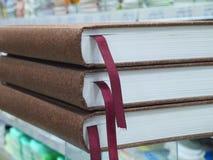 Tre bruna anteckningsböcker med bokmärker Royaltyfria Foton