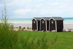 Tre cabanas på en strand Royaltyfria Foton