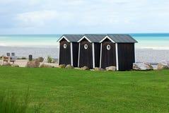 Tre cabanas på strand Arkivfoton