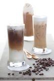 Tre caffè di ghiaccio e chicchi di caffè Fotografia Stock Libera da Diritti