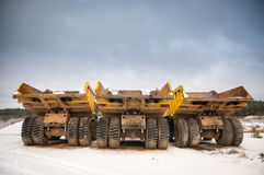 Tre camion vuoti gialli Immagine Stock