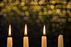 Tre candele brucianti sul terzo arrivo fotografia stock libera da diritti
