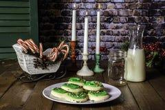 Tre candele e Natali Sugar Cookies Fotografia Stock