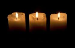 Tre candele nella nerezza Immagini Stock Libere da Diritti