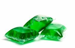 Tre capsule verdi del detersivo di lavanderia Immagine Stock