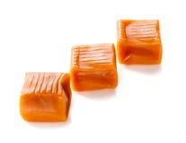 Tre caramelle del caramello della caramella isolate su fondo bianco Fotografia Stock Libera da Diritti