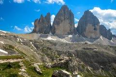 Tre Cime三Peaks di Lavaredo Drei Zinnen,是三白云岩的最著名的峰顶,在Sesto白云岩,它 免版税图库摄影