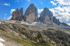 Tre Cime三Peaks di Lavaredo Drei Zinnen,是三白云岩的最著名的峰顶,在Sesto白云岩,它 图库摄影