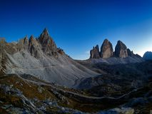 Tre Cime在美好的周围在日落,白云岩,意大利的di Lavaredo 免版税库存照片