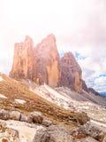 Tre Cime di Lavaredo,亦称Drei Zinnen,在白云岩的岩层,意大利 免版税库存照片