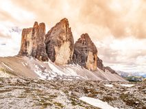 Tre Cime di Lavaredo,亦称Drei Zinnen,在白云岩的岩层,意大利 库存照片