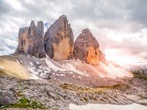 Tre Cime di Lavaredo,亦称Drei Zinnen 岩层,意大利的北部面孔在塞斯托白云岩的 免版税库存图片
