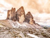 Tre Cime di Lavaredo, aka Drei Zinnen, formación de roca en dolomías, Italia Fotos de archivo