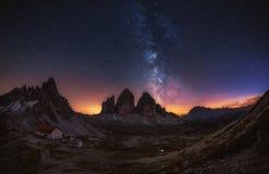 Tre Cime di Lavaredo alla notte nelle dolomia in Italia, Europa Immagine Stock