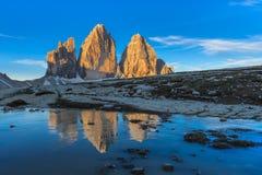 Tre CIME di Lavaredo ALPES DA DOLOMITE, ITALY imagem de stock