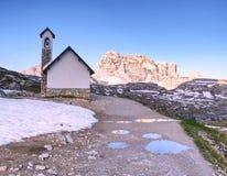 Tre Cime di Lavaredo, bien conocido también como Drei Zinnen, montañas de la dolomía Fotos de archivo