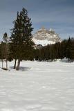 Tre Cime di Lavaredo Drei Zinnen如被看见从Antorno湖,白云岩,意大利 免版税图库摄影