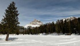 Tre Cime di Lavaredo Drei Zinnen如被看见从Antorno湖,白云岩,意大利 免版税库存图片