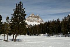 Tre Cime di Lavaredo Drei Zinnen如被看见从Antorno湖,白云岩,意大利 图库摄影
