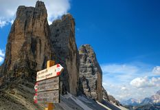 Tre Cime di Lavaredo Drei Zinnen,是三白云岩的最著名的峰顶,在Sesto白云岩,意大利 免版税图库摄影