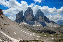 Tre Cime di Lavaredo Drei Zinnen, es tres de los picos más famosos de las dolomías, en Sesto Dolomites, Italia Fotos de archivo libres de regalías