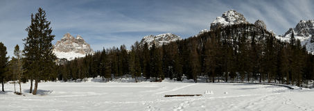 Tre Cime di Lavaredo Drei Zinnen según lo visto del lago Antorno, dolomías, Italia Fotos de archivo libres de regalías