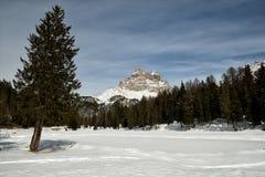 Tre Cime di Lavaredo Drei Zinnen según lo visto del lago Antorno, dolomías, Italia Fotos de archivo