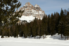 Tre Cime di Lavaredo Drei Zinnen según lo visto del lago Antorno, dolomías, Italia Foto de archivo